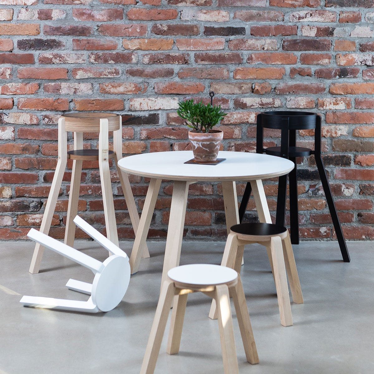 Onni Table